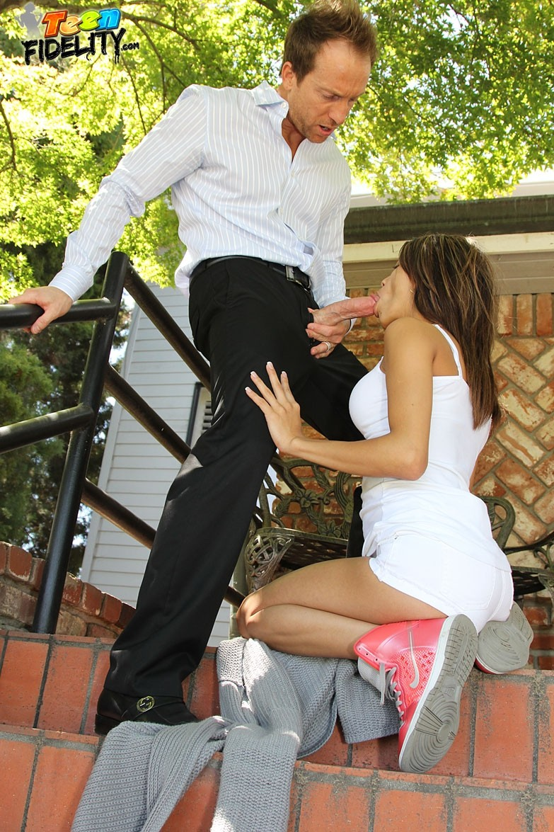 strips and strings evelyn sloppy – Amateur